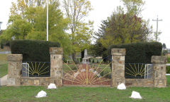 Nimmitabel Cenotaph with memorial gates in the foreground