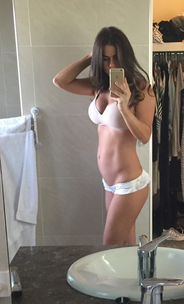 Sophie Guidolin pregnancy photo in the bathroom