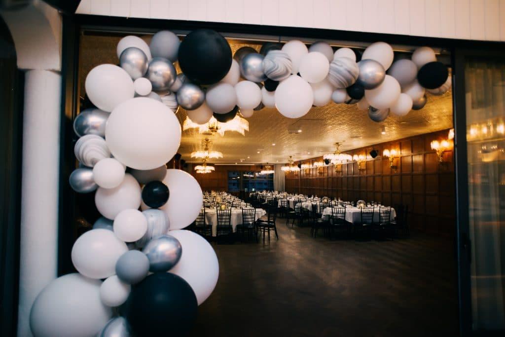 Beautiful black and white balloon garland
