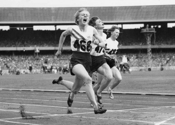 Betty Cuthbert wins Gold at the 1956 Olympics