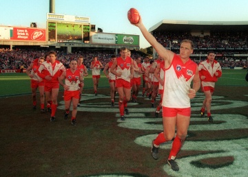 Tony Lockett leaves the SCG.