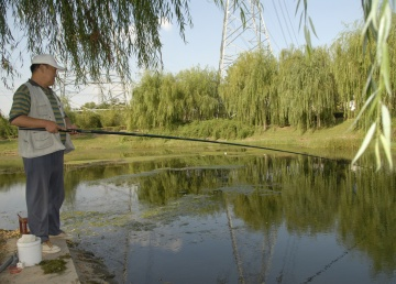 This angler was the only one to be seen in Shanghai.