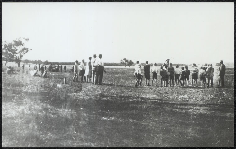 Lake Wyangan Public School - About 1930 Empire Day School Picnic on flat now covered by Lake Wyangan