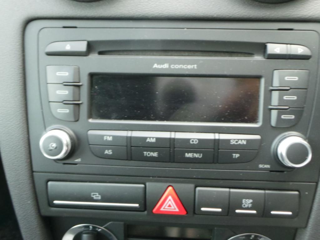 View Auto part Fuse Box Audi A3 2009