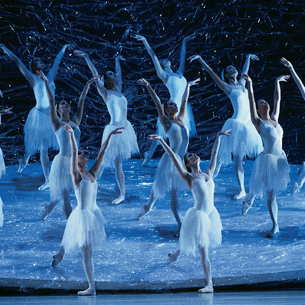Artists of The Australian Ballet in Graeme Murphy's Swan Lake. Photo Jim McFarlane