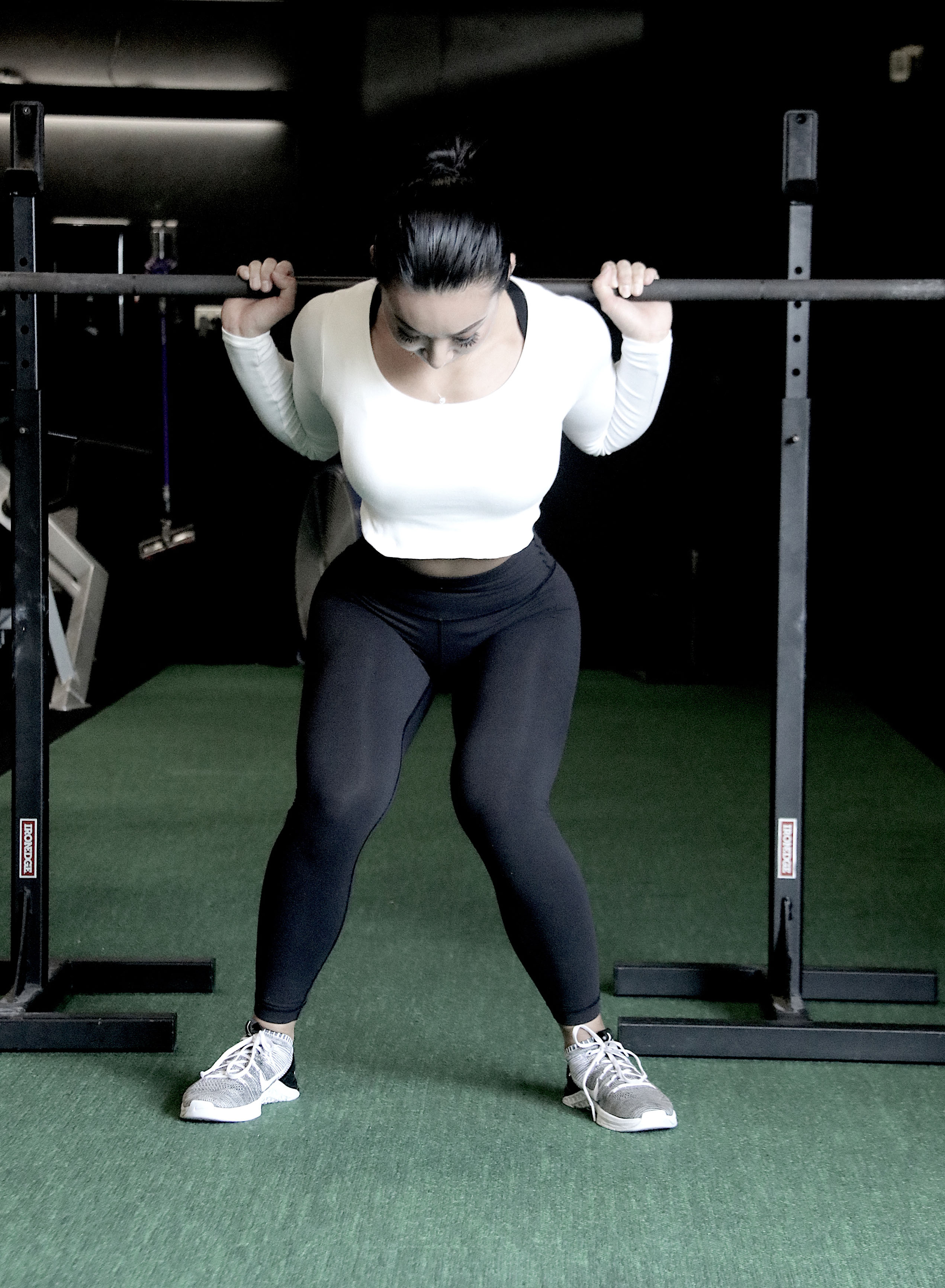 Squat mistake girls knees caving in