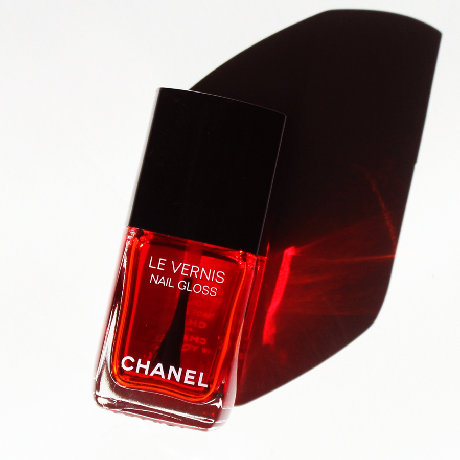 I Can't Live, If Living Is Without Chanel's Le Vernis Nail Gloss