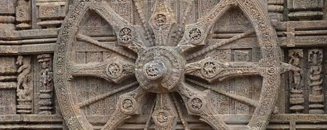 Konark chakra of sun temple  india.jpg must attribute