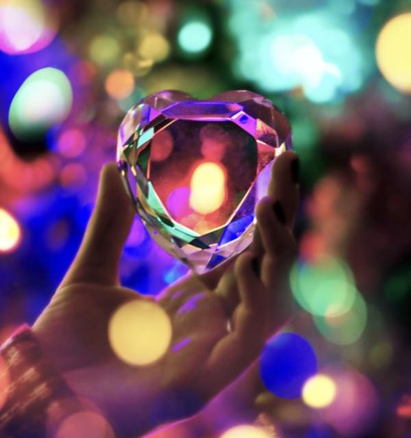 Heart glass photo by matthew fournier on unsplash
