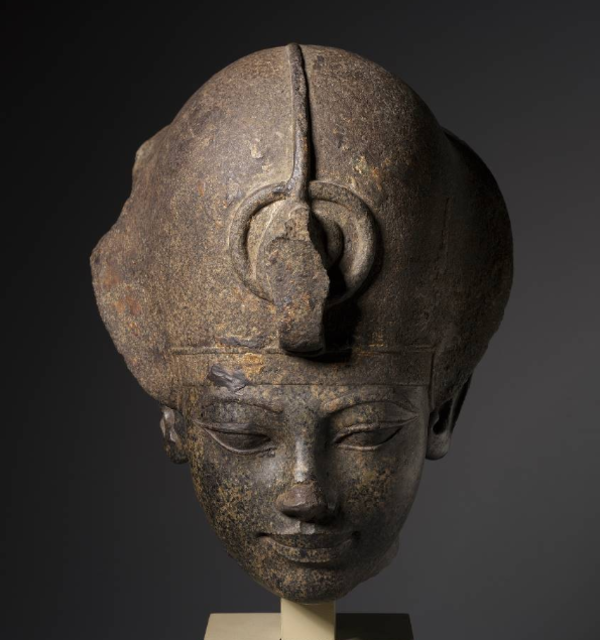 Head of amenhotep iii wearing the blue crown
