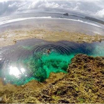 Aaaaah this island life! Who wants to take a refreshing dip here? 😎🏊😱 Photo @makicalsado