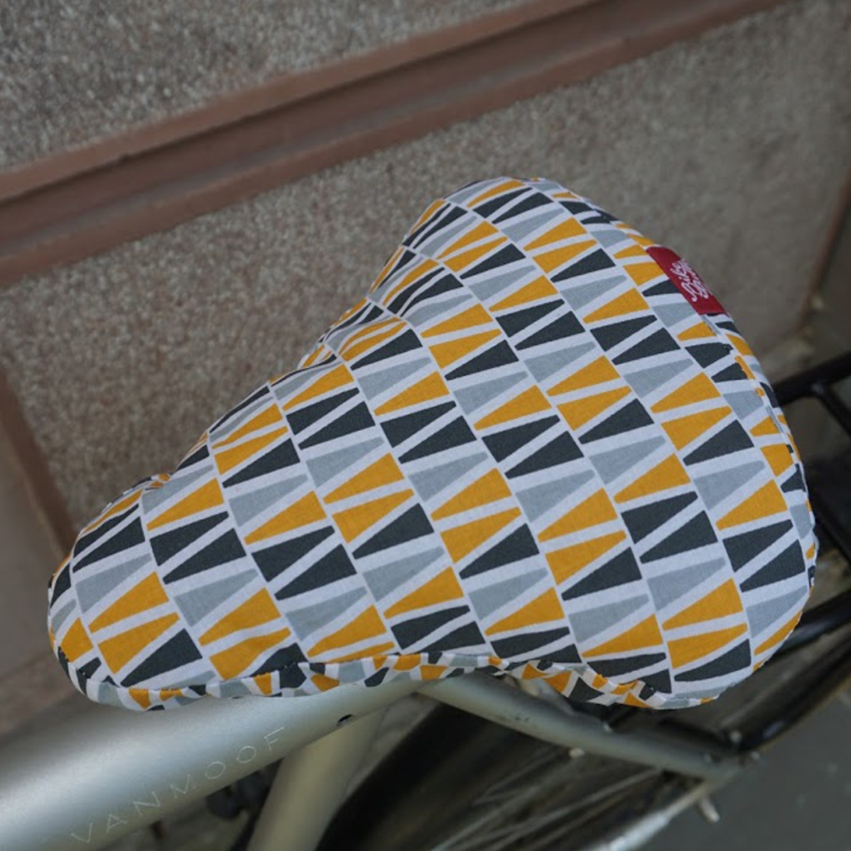 reversible-and-rainproof-seat-cover-barbican-2w1-bike-belle