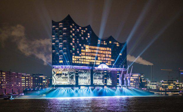 04-1_zimmermann_grand-opening-elbphilharmonie_photo-ralph-larmann_09734_620x380