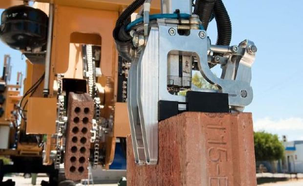 150721-hadrian-robot_620x380