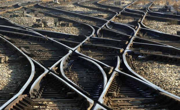 151124-train-tracks-2_620x380
