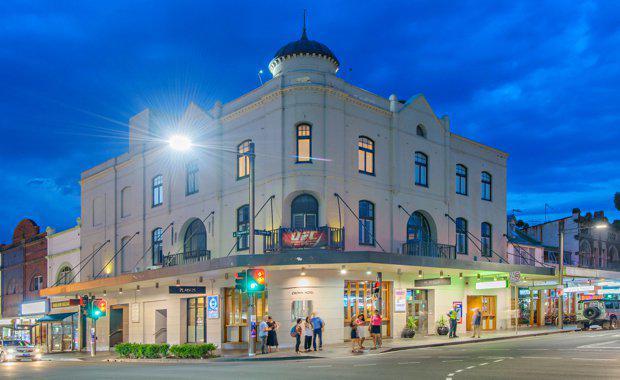 Crown-Hotel_620x380