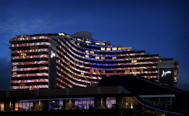 Facade-Projection-Jupiters-Gold-Coast-fireworks_620x380