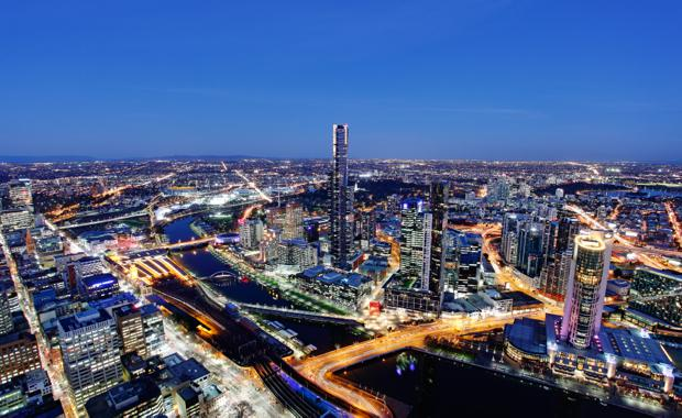 Melbourne_by_night_620x380