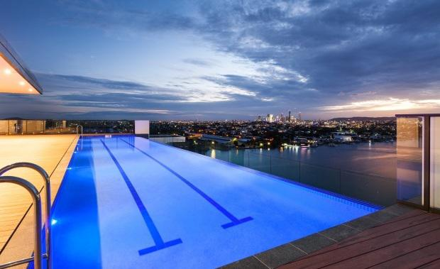 Pinnacle-rooftop-pool-Portside-Wharf-e1454990434186