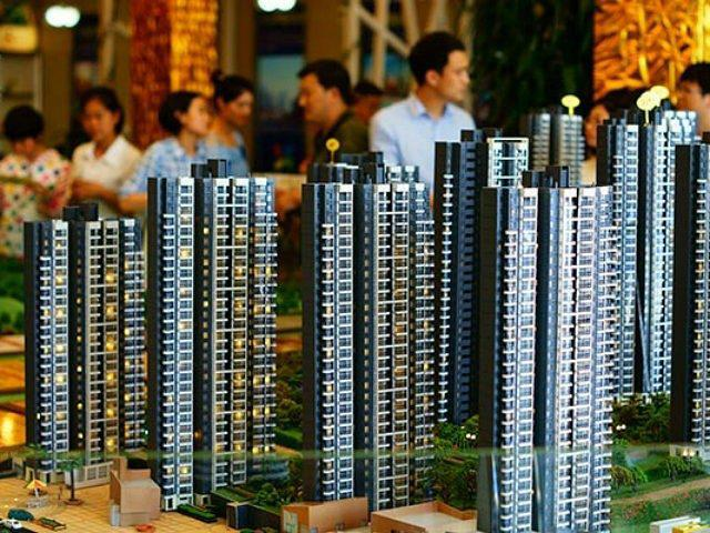 china-homebuyers-look-at-housing-models-ap-640x480-640x480