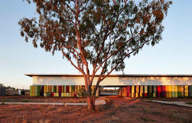use_of_colour_iredale_pedersen_hook_architects_fitzroy_crossing_renal_hostel_large