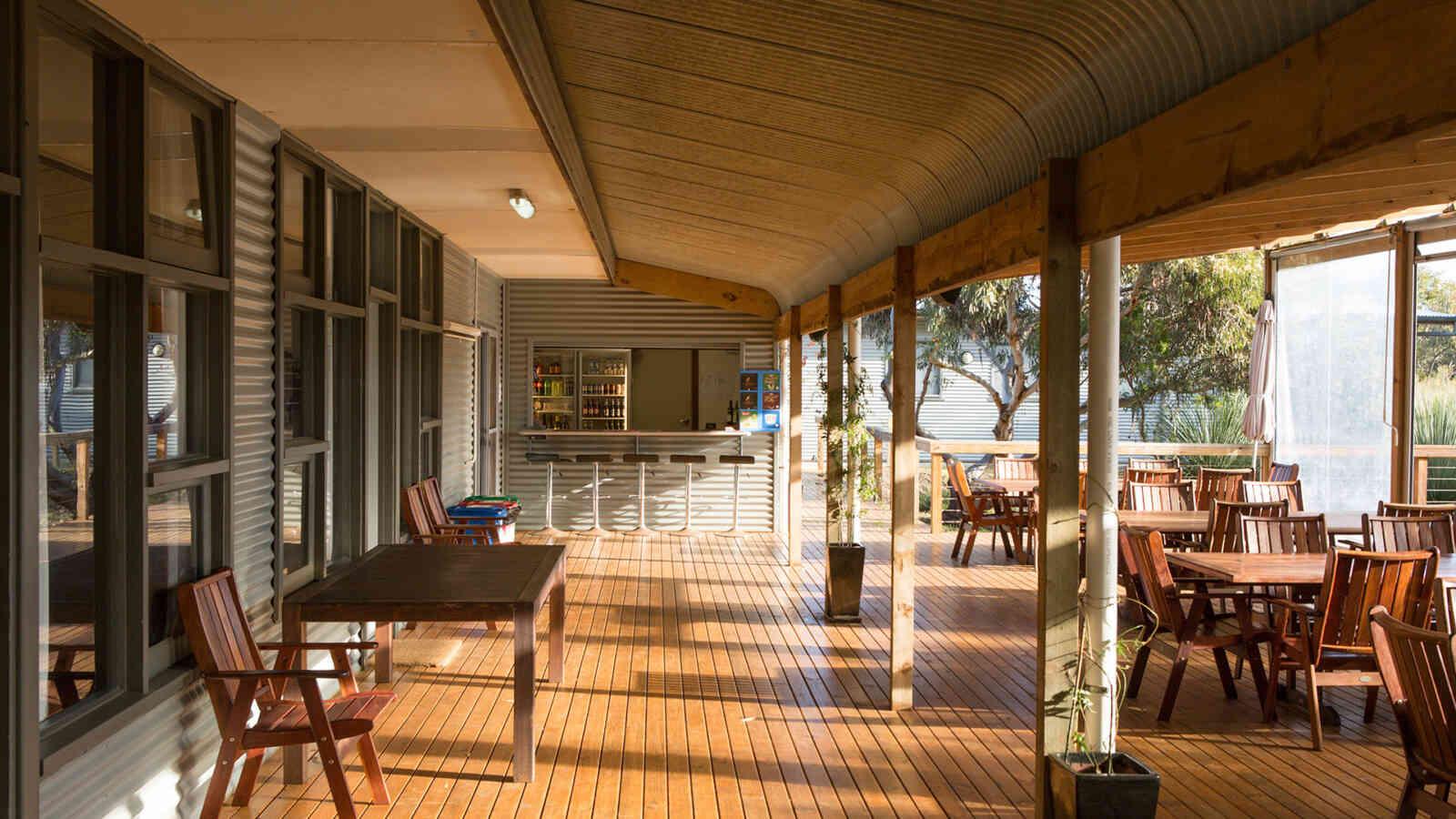 Deck Area Vivonne Bay Lodge 1920X1200