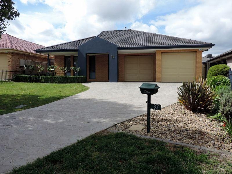 37 Bluestone Gardens, Jerrabomberra, NSW 2619