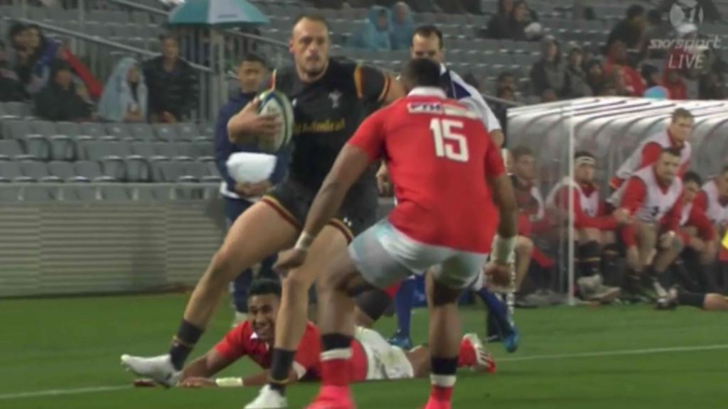 Tongan fullback makes bone rattling tackle