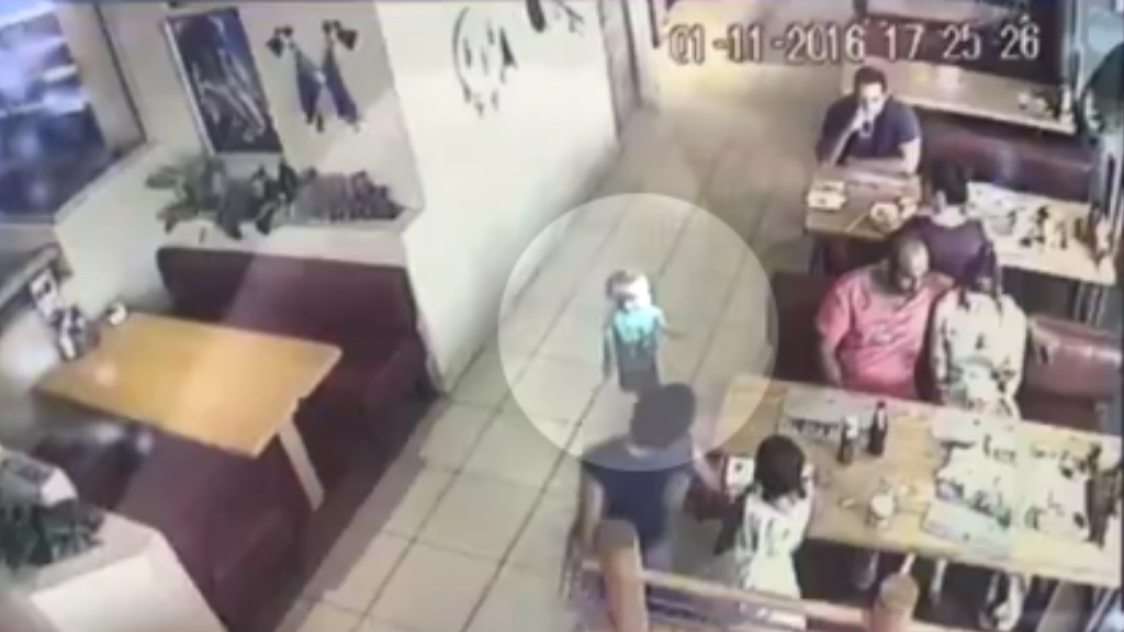 Attempted toddler kidnapping at café