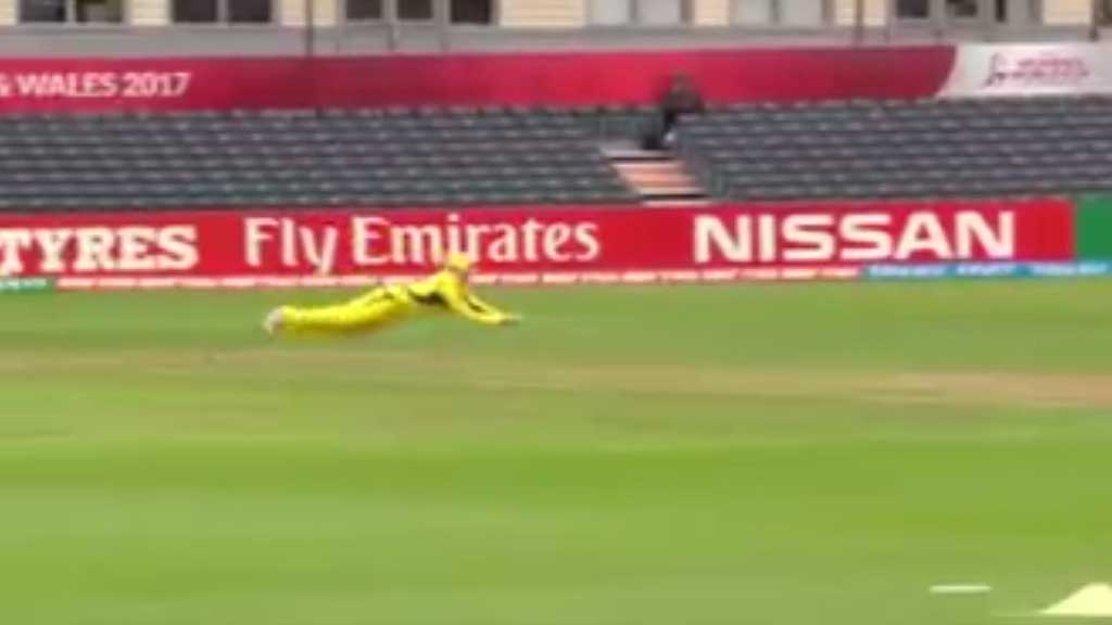 Blackwell makes difficult catch against Sri Lanka