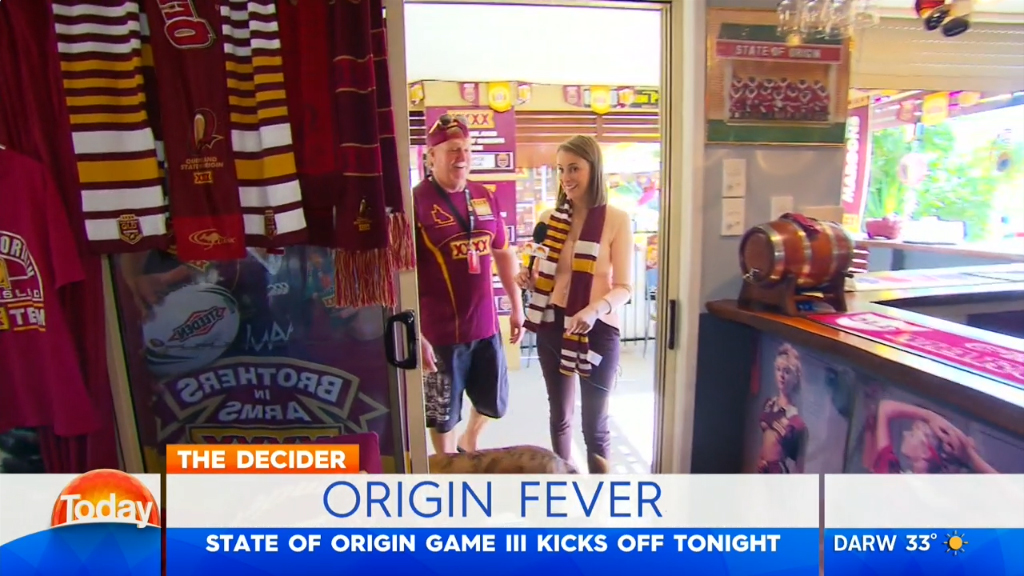 Super fan turns his house Maroon and his loo blue