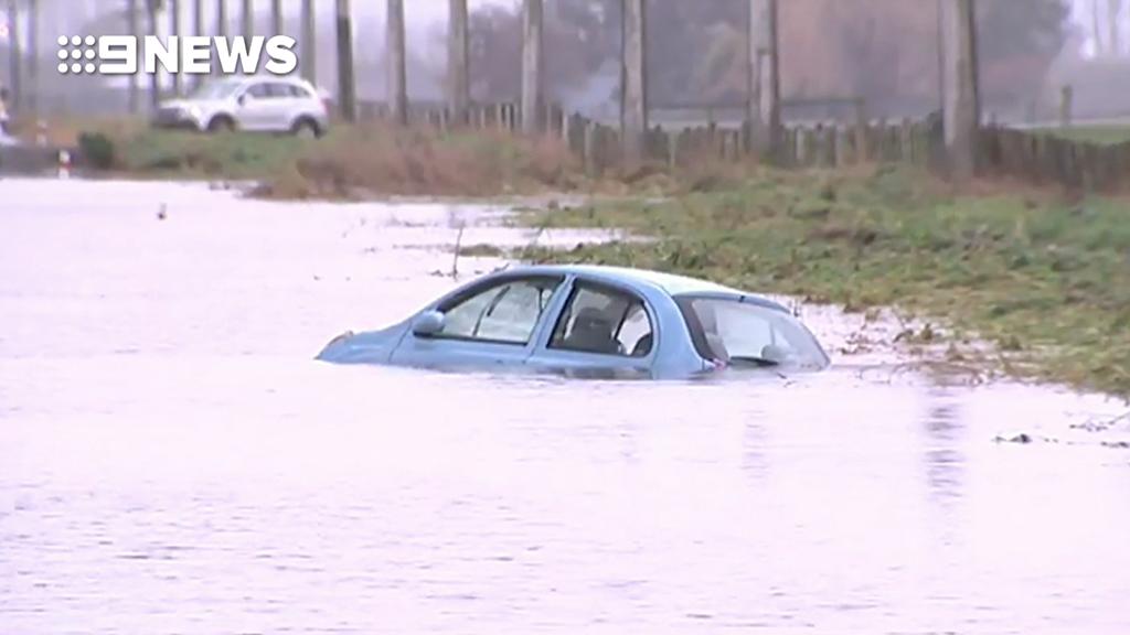 Severe winter storm tears across New Zealand's south island