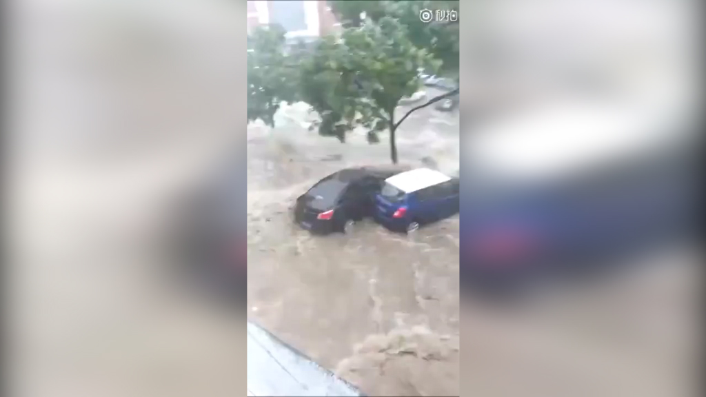 Flash floods sweep away homes, shops in China