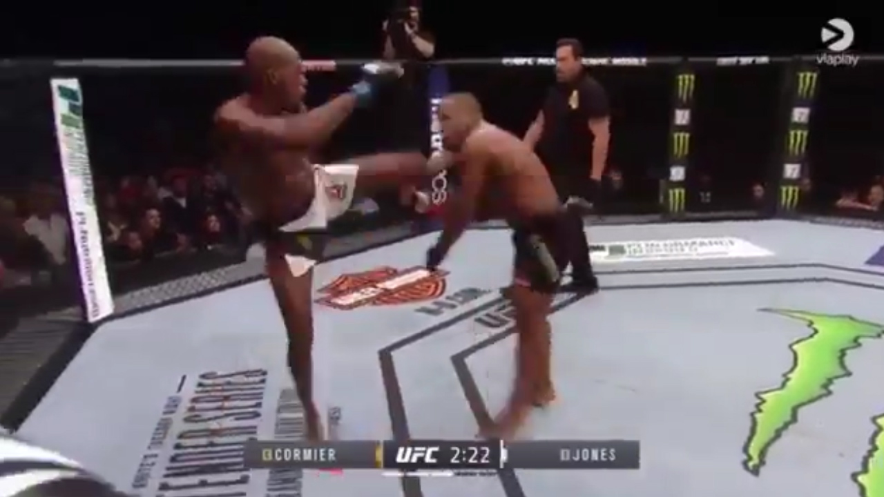 Jones destroys Cormier to reclaim title