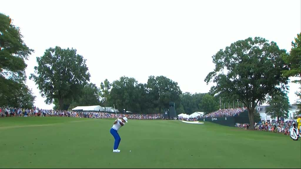 Jason Day stays in contention