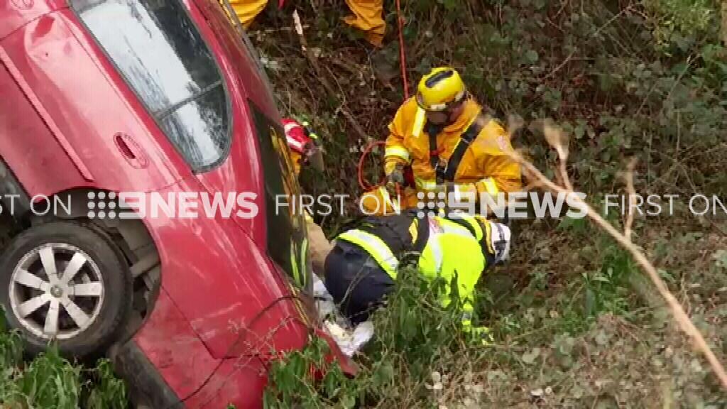 Driver plummets 100m down Melbourne cliff