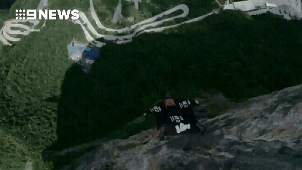 Daredevil sets new wingsuit record