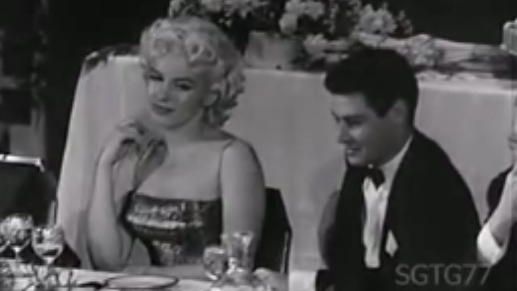 Marilyn Monroe honours Jerry Lewis and Dean Martin