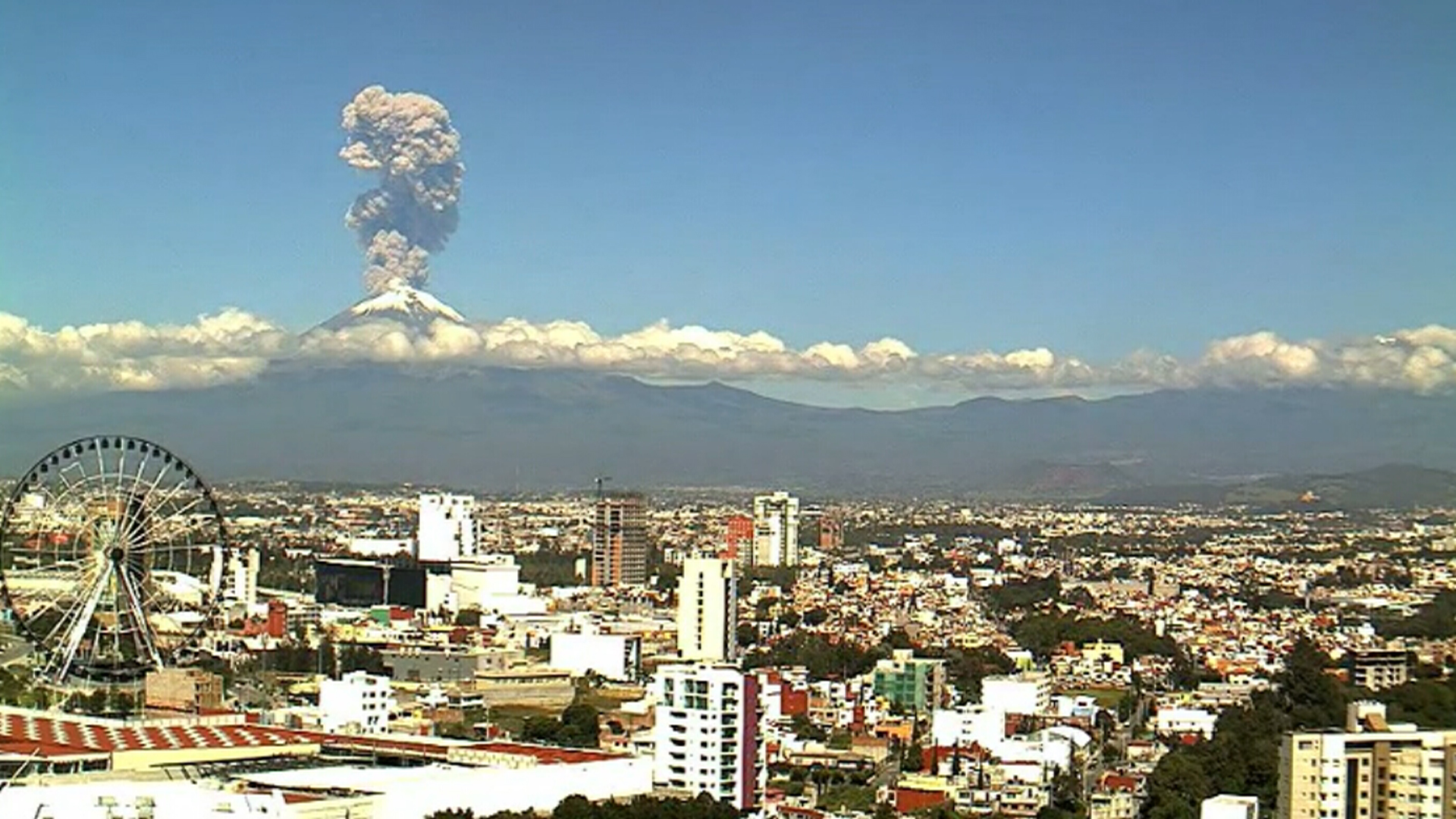 Amazing footage of volcano eruption in Mexico
