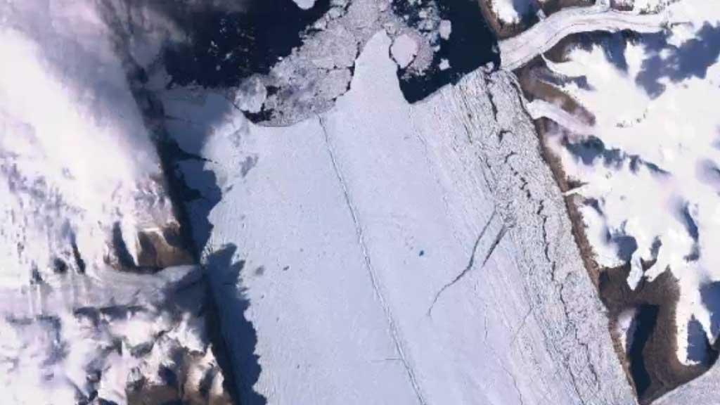 Aerial footage shows Antarctic ice-shelf breaking