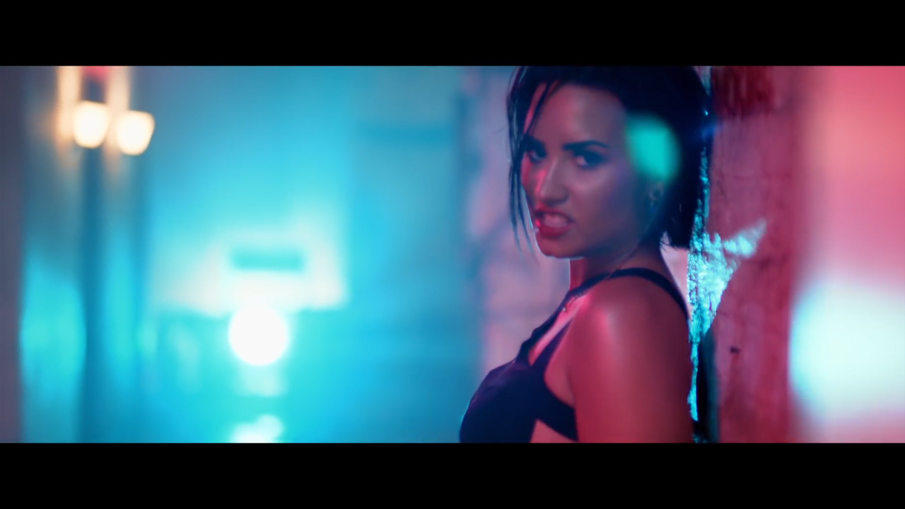 Demi Lovato performs 'Cool for the Summer'