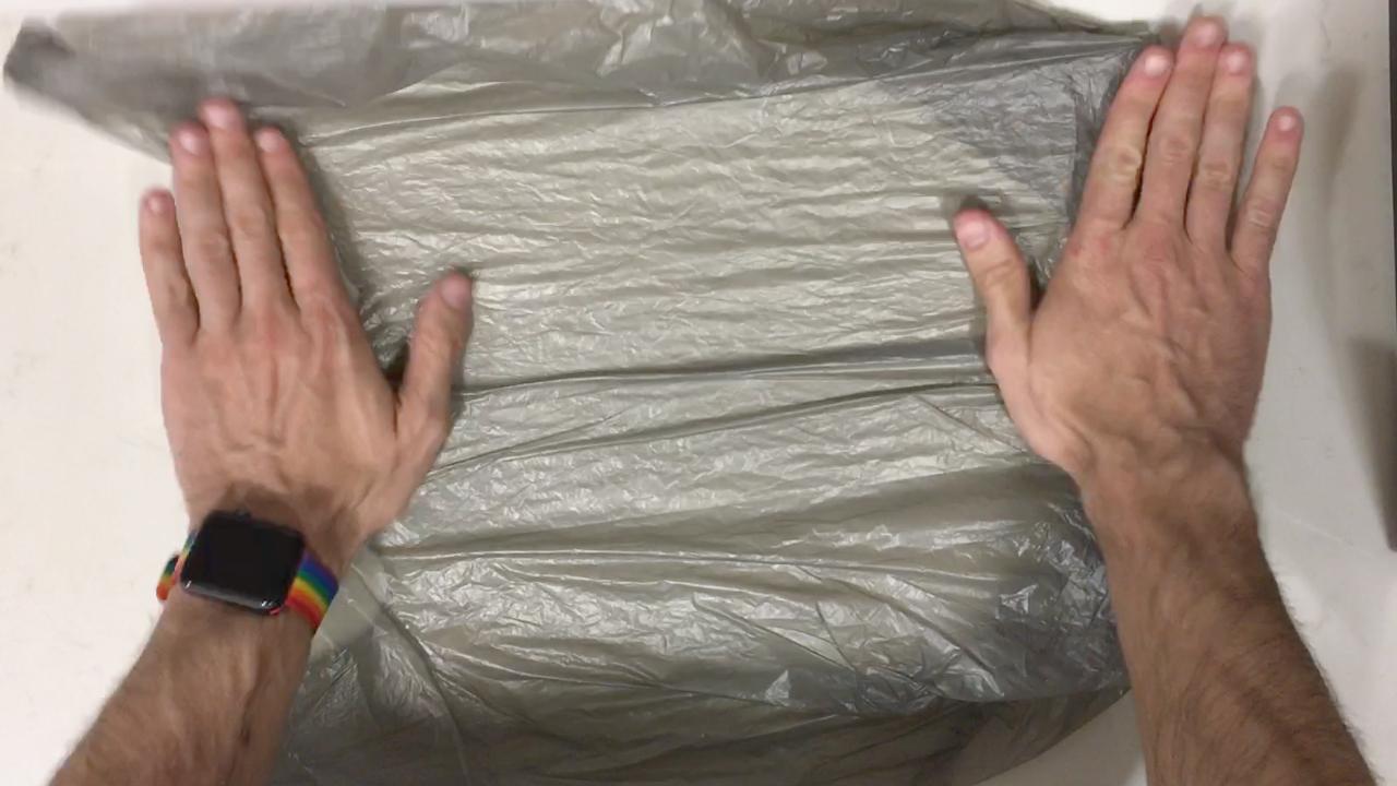 Space-saving plastic bag hack