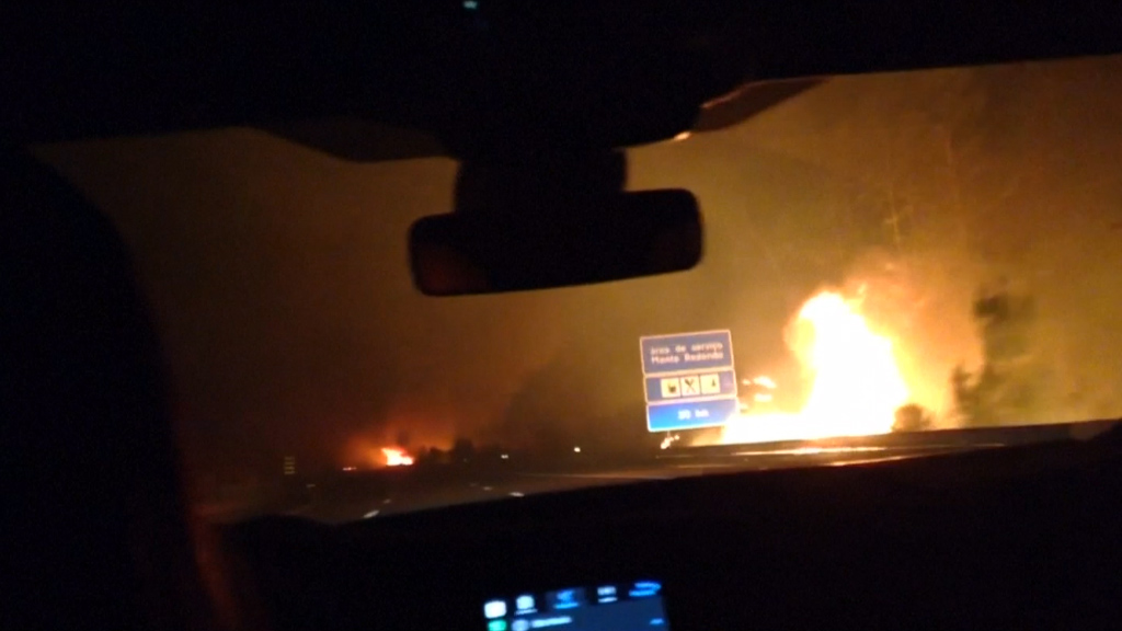 Driver flees Portugal wildfire