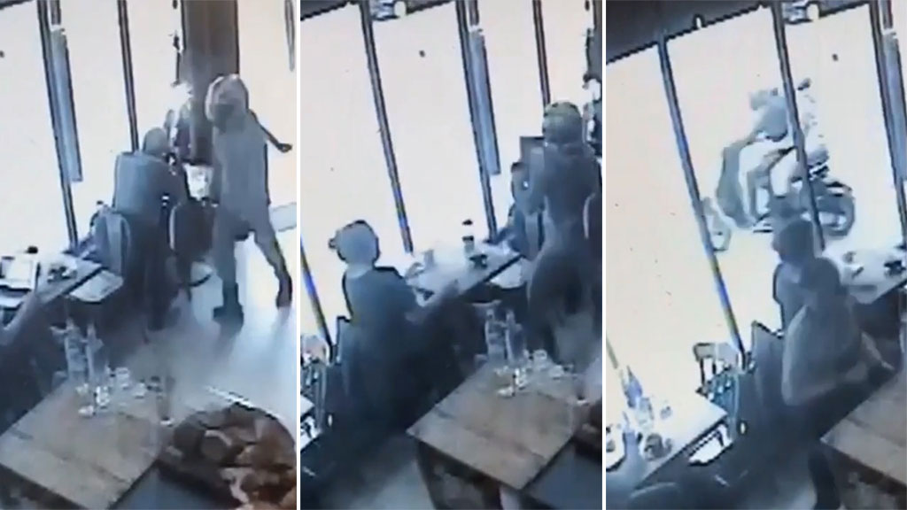 Moped thief casually swipes laptop