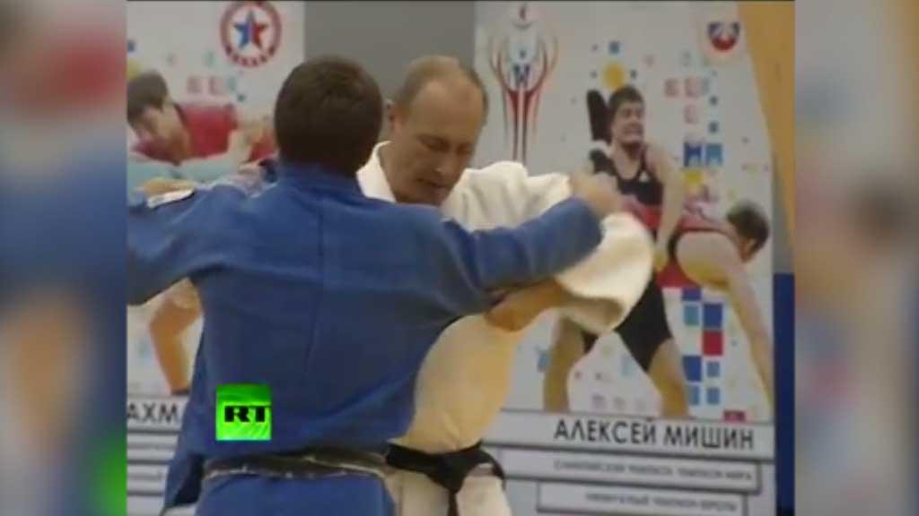 Putin shows off his Judo
