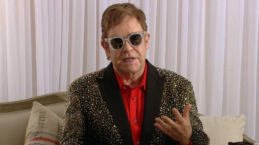 Elton John pleads Aussies to vote yes
