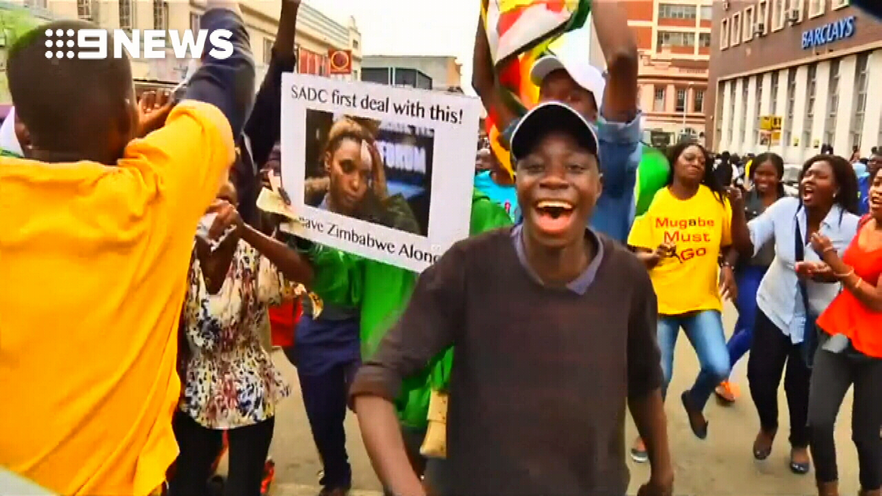 Demonstrators call for Mugabe to quit