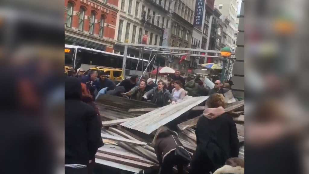 New Yorkers rush to free people trapped under scaffolding