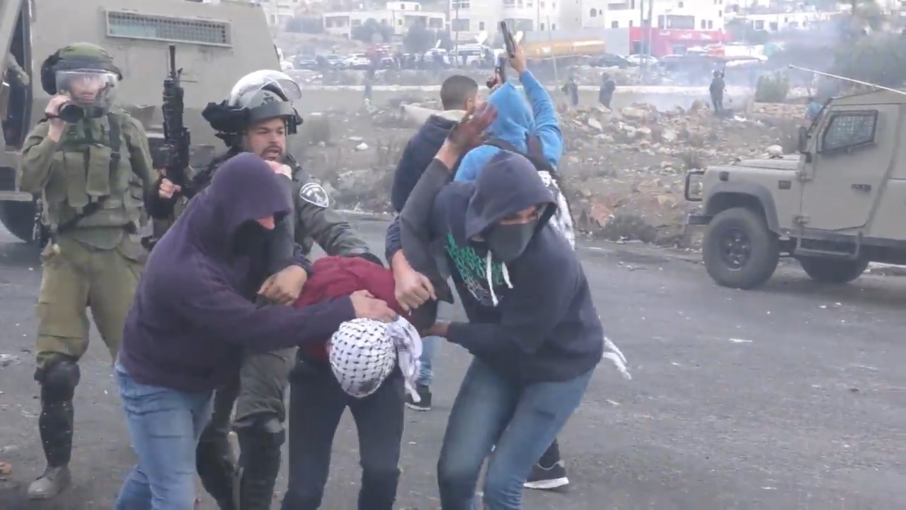 Israeli undercover officers arrest Palestinian protesters