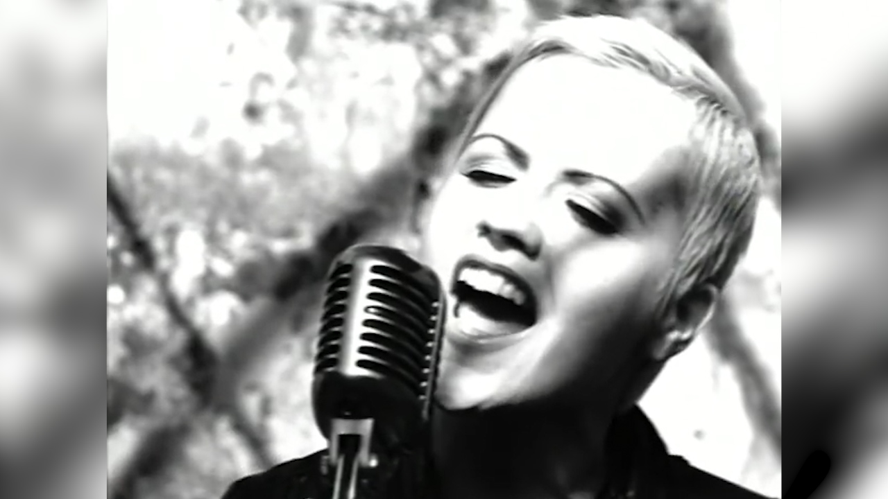 The Cranberries perform 'Zombie'